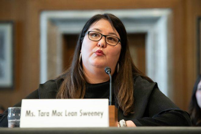 Warga asli Amerika menuntut Fite Selama Alaska Inklusi Korporasi Asli dalam Bantuan Coronavirus Tribal