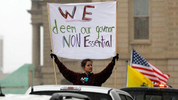 AS menghadapi protes di tengah tekanan untuk membuka kembali