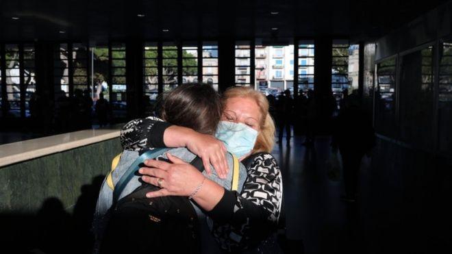 Coronavirus Italy's Conte menawarkan harapan karena pembatasan perjalanan berakhir